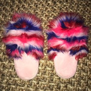 Shoes - 💜Size L Slippers💜